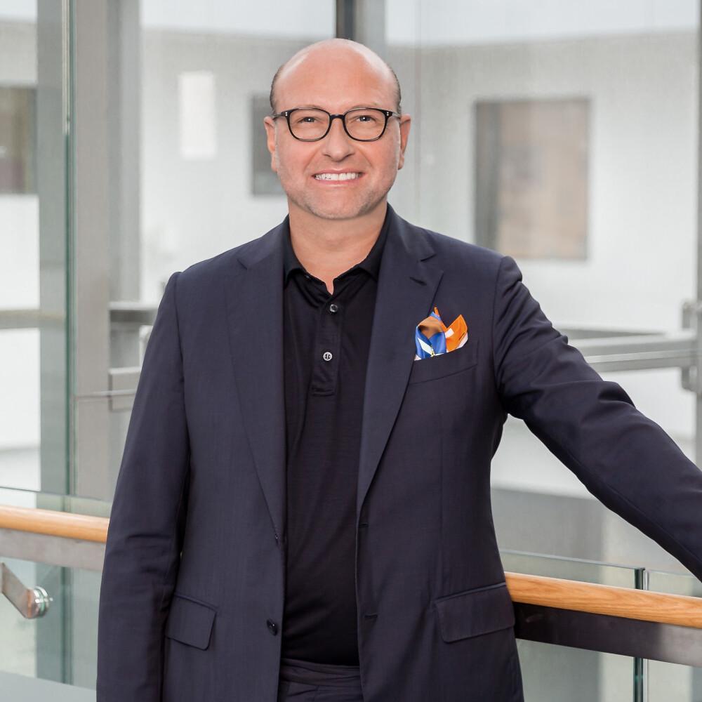 #9 Folge – Prof. Dr. Burkhard Sievers im Gespräch: Unterschiedliche Wege der Digitalisierung in Kliniken und Praxen?