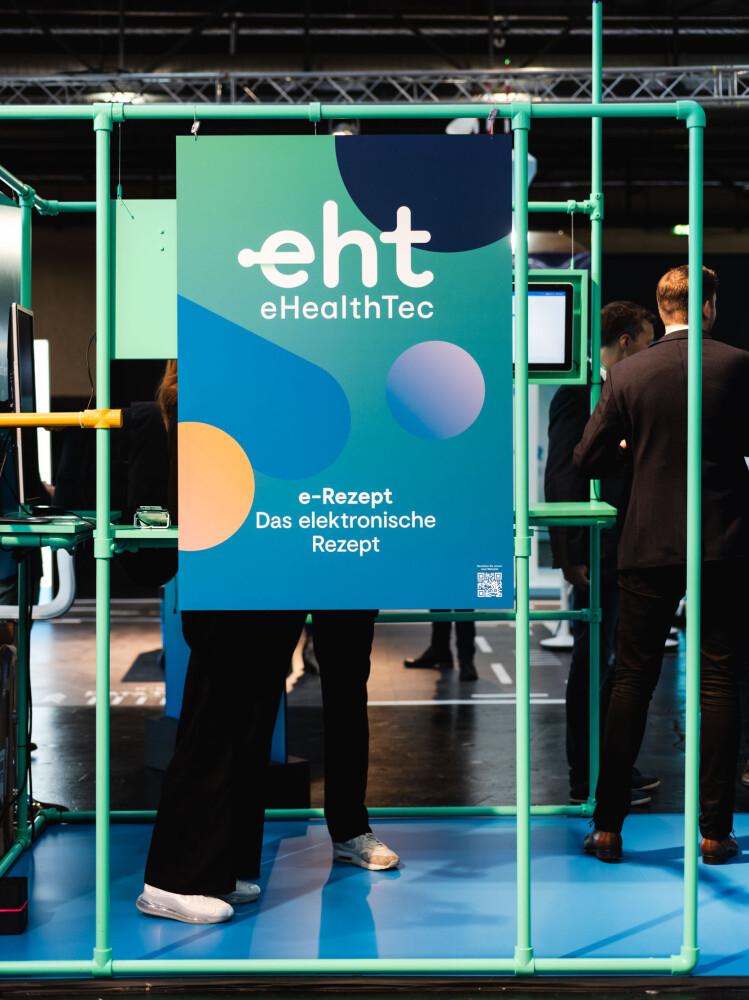 """Plakat in blau-grün-orange zum E-Rezept mit eHealth-Tec Logo und der Aufschrift """"e-Rezept Das elektronische Rezept"""""""